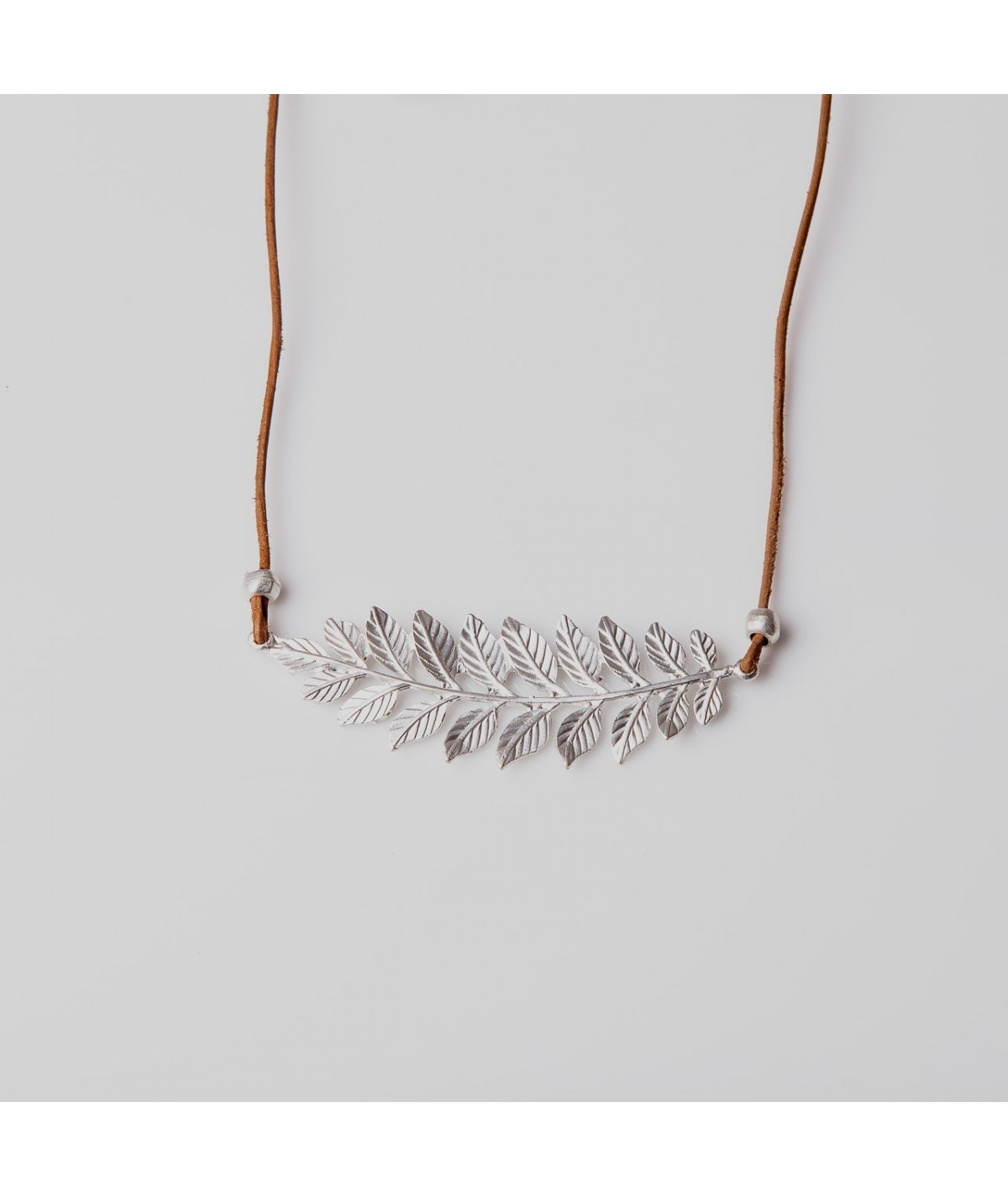 Collar laurel plata